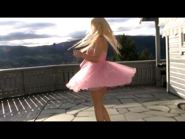 Hanna Vaage – Se min kjole