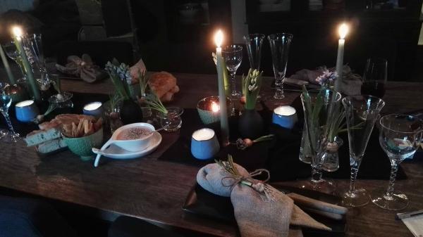 Vårlig bord til hyggelige anledninger.