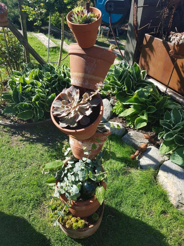 Høyblokk i hagen.