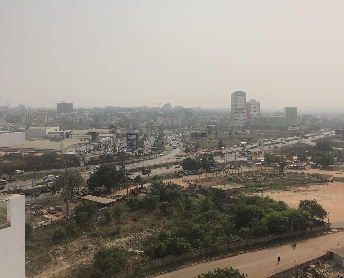 Accra. Med Kotoka AirPort til venstre og Accra Mall
