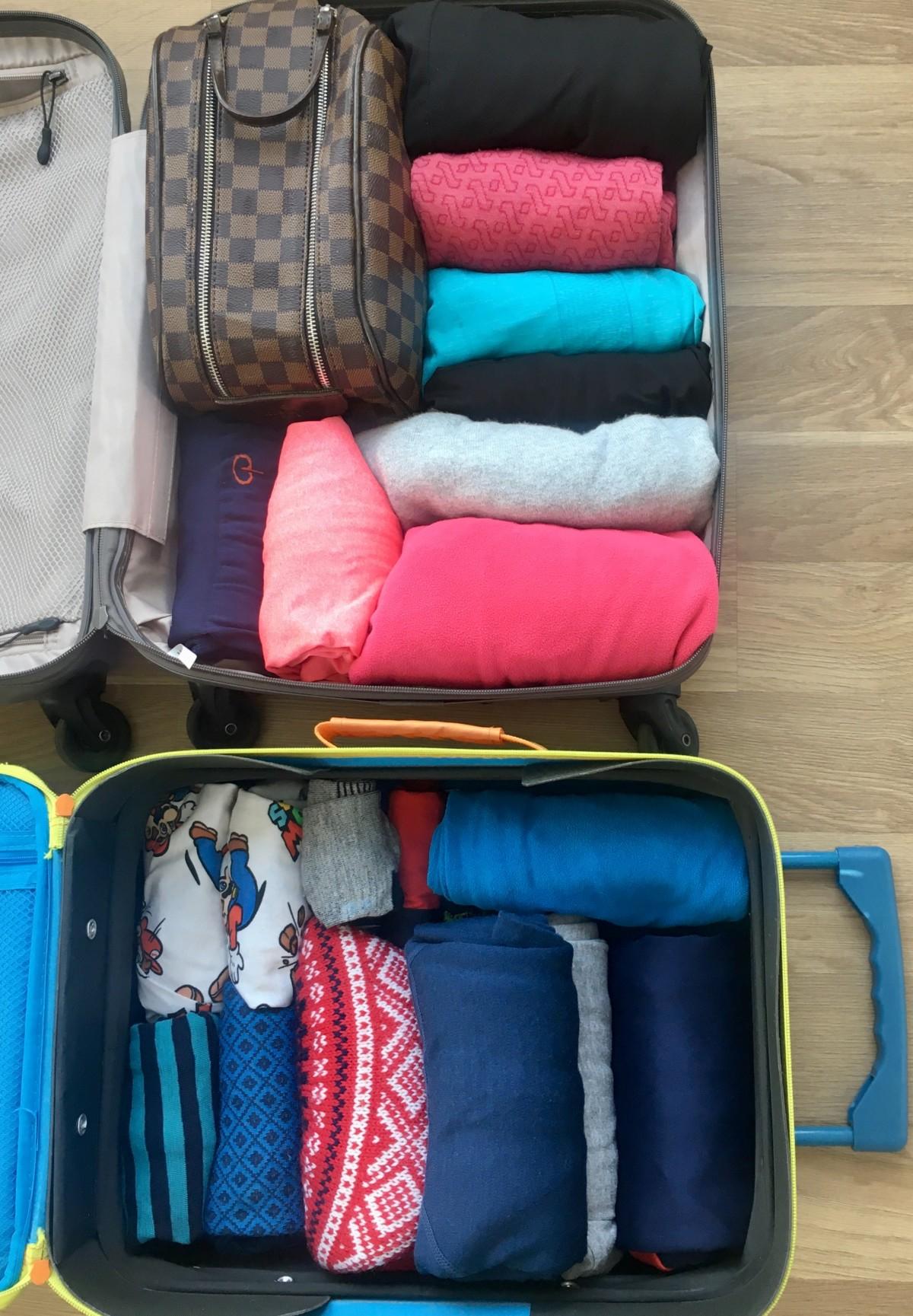 Brette klær i koffert
