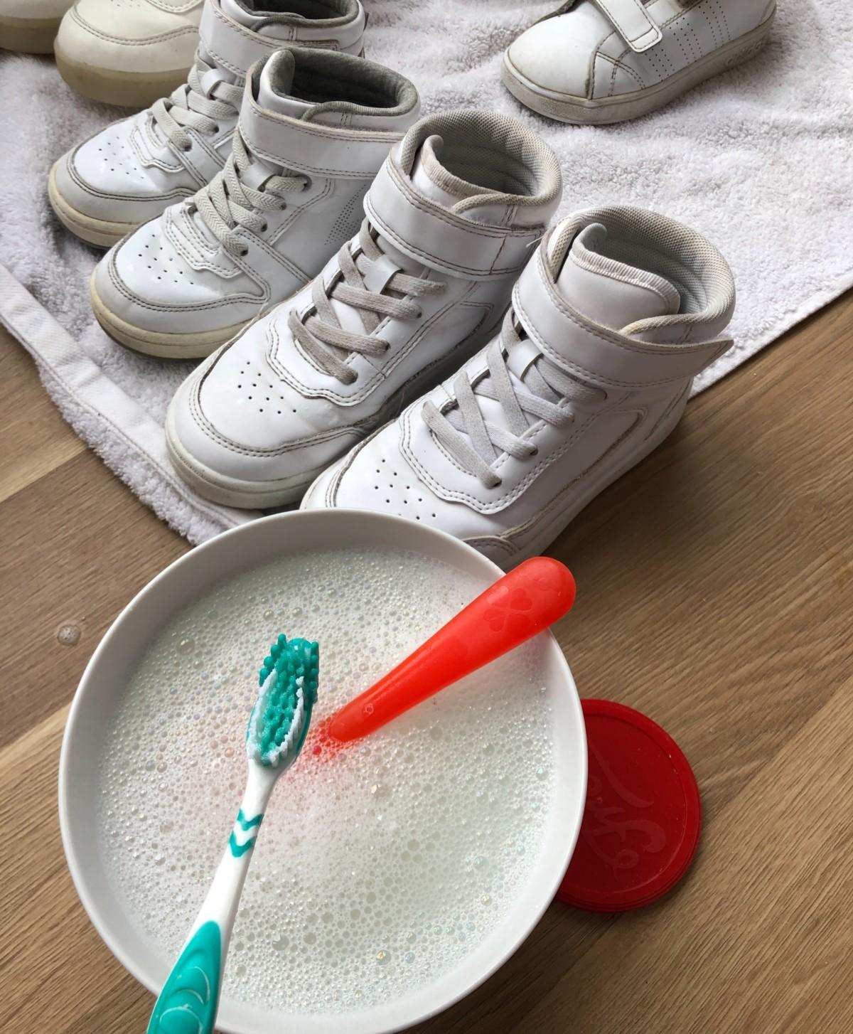 Rengjøre skolisser vaske skolisser