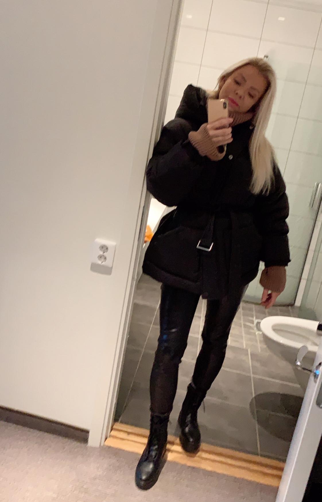 Julia Nyland – FIRE HELT SJUKT FINE JAKKER