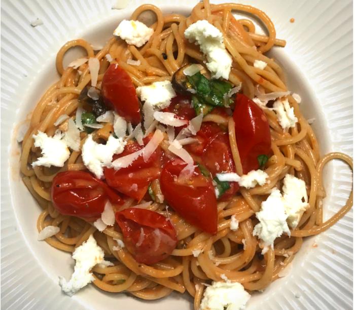 Kremet spaghetti med bakte cherry tomater & sopp