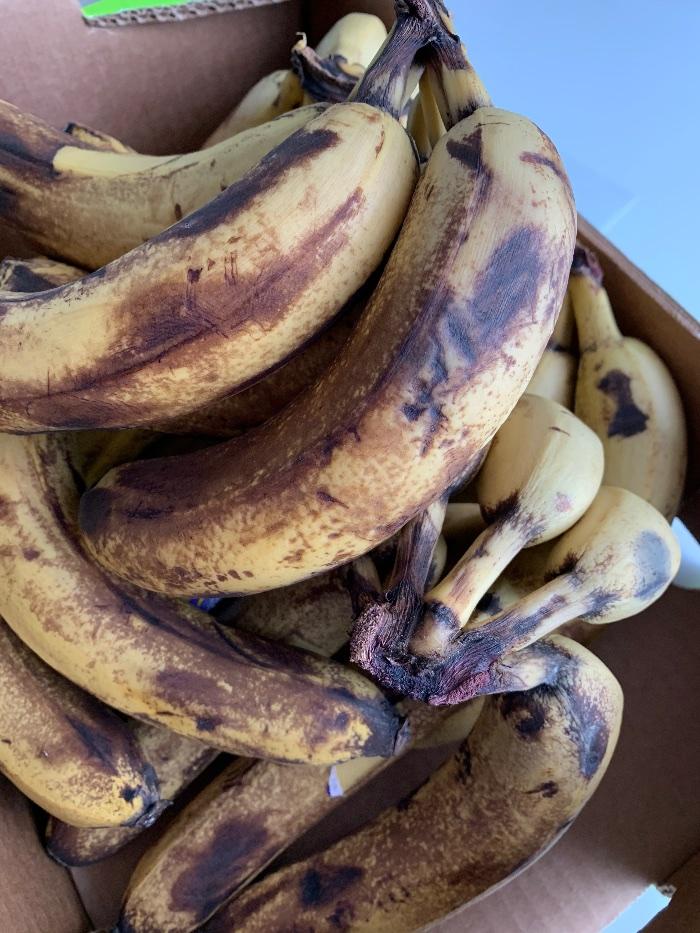 Matsvinn… Tenk miljø, kast mindre mat! Brune bananer kan brukes, så jeg lager bananpannekaker i dag…