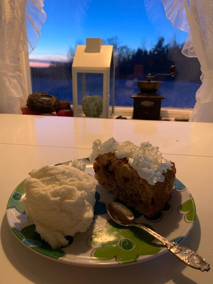 Bursdagskake til meg fra Kaill`n; hjemmelaget banankake