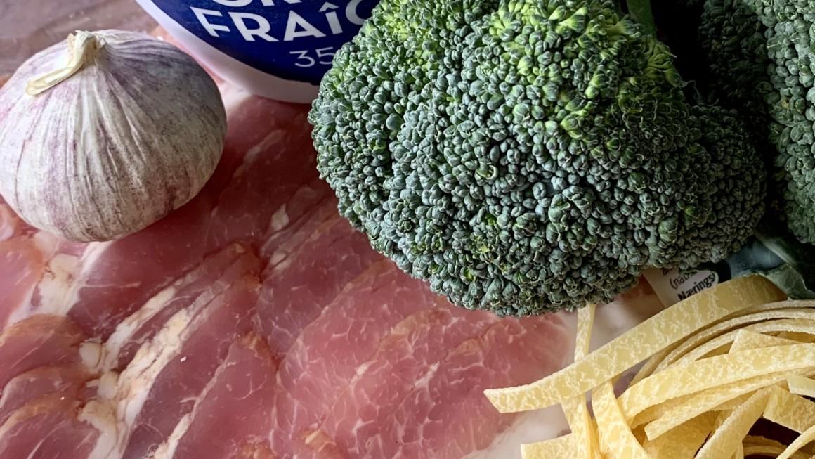 Tagliatelle med bacon-og broccolisaus; mat på 10 min! Knallgod!