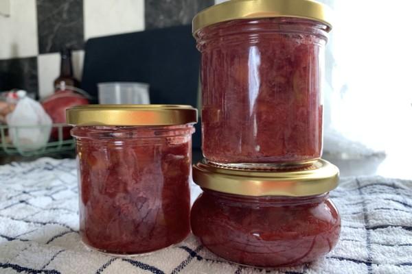 Rabarbrasyltetøy – Den gode friske smaken av vår