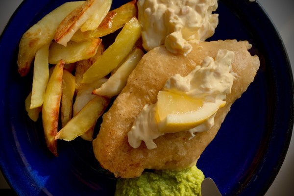 Fish and chips ala Henrik, på Engelsk vis, med fersk fisk fra Lekafjorden