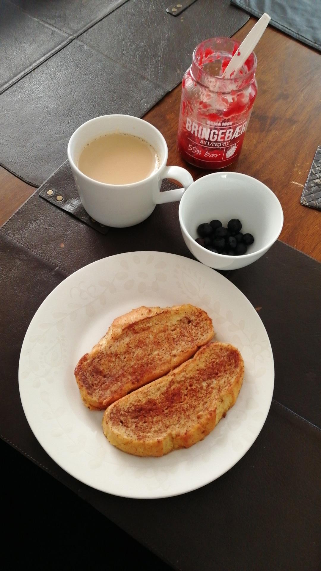 armeriddere-mat-frokost-blåbær-bær-kaffe-cafelatte-caffelatte-kaffelatte-isalicious-blogger-blogg-blog