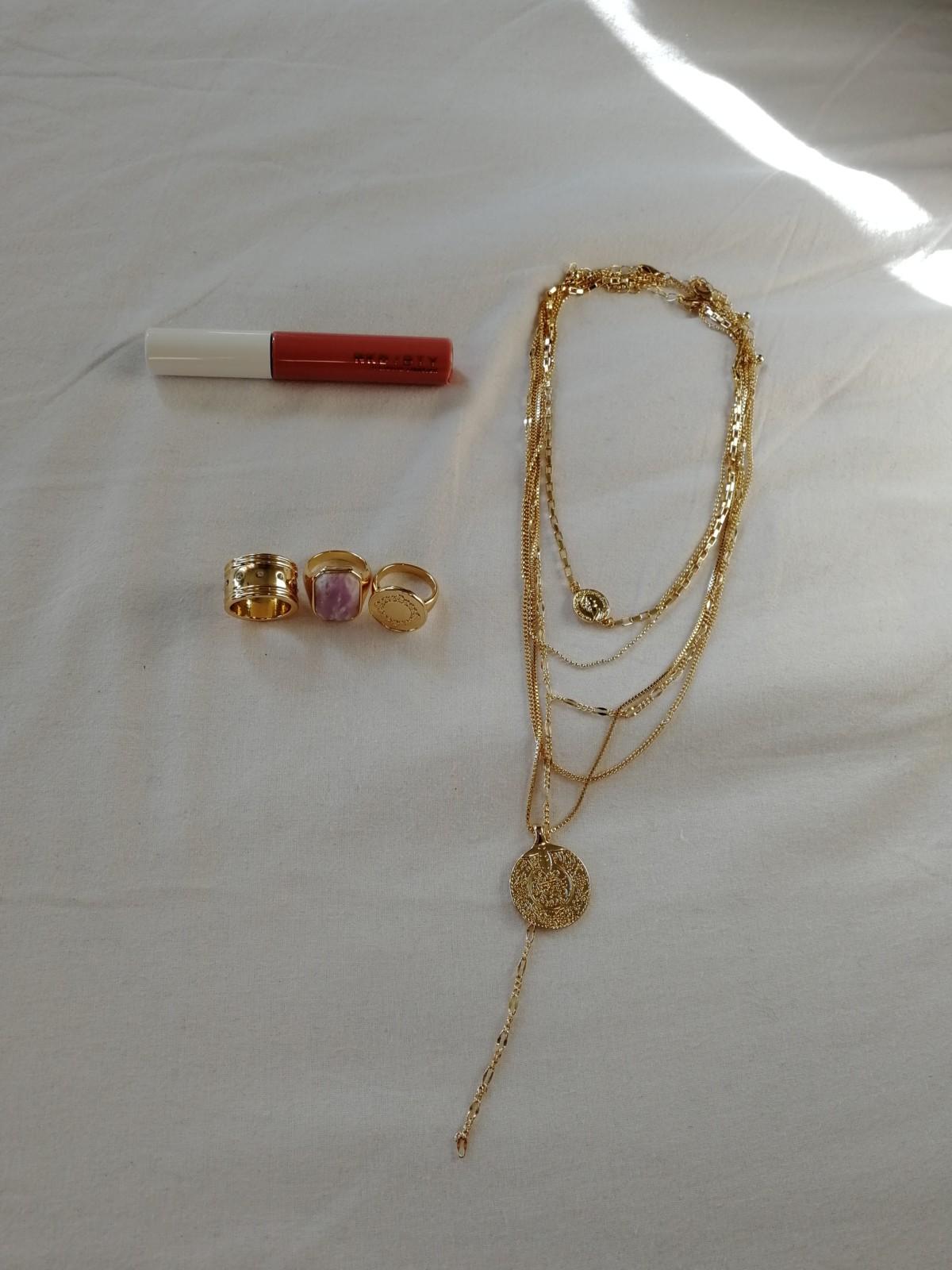 -nakdfashion-sminke-nakd-fashion-mote-trend-stil-style-smykker-ringer-ring-smykke-jewelry-lipstick-liquidlipstick-gold-gull-detaljer-details-shopping-newin-innkjøp-nettshopping