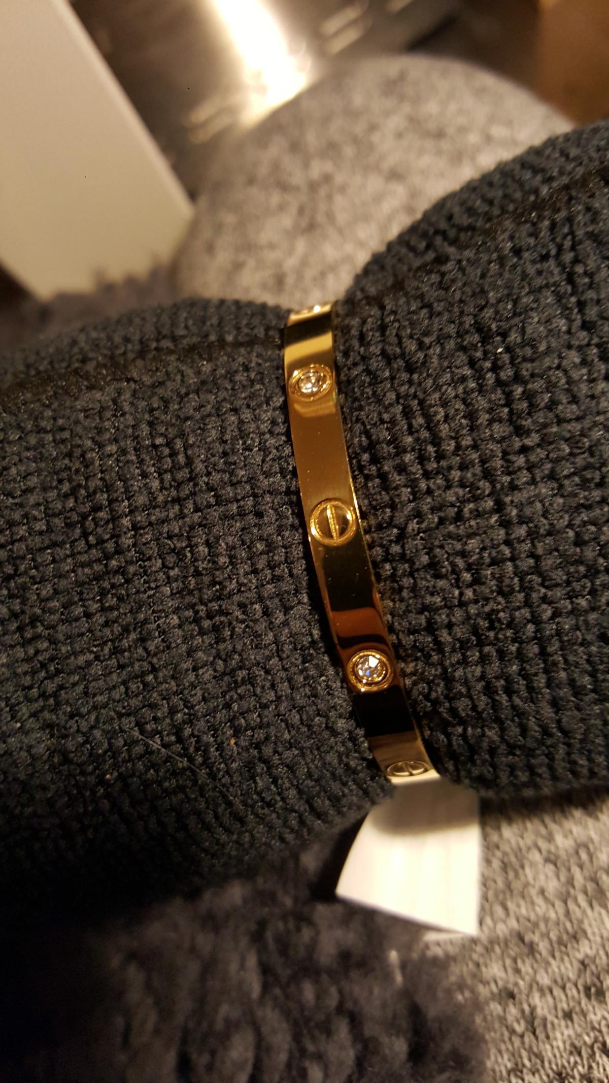 cartier-bracelet-bangles-love-lovebracelet-diamonds-crystal-crystals-diamond-diamondstyle-london-gold-rosegold-pinkgold-lovebangle-members-gull-armbånd-diamant-krystall-isalicious-blogger-blogg-smykker-