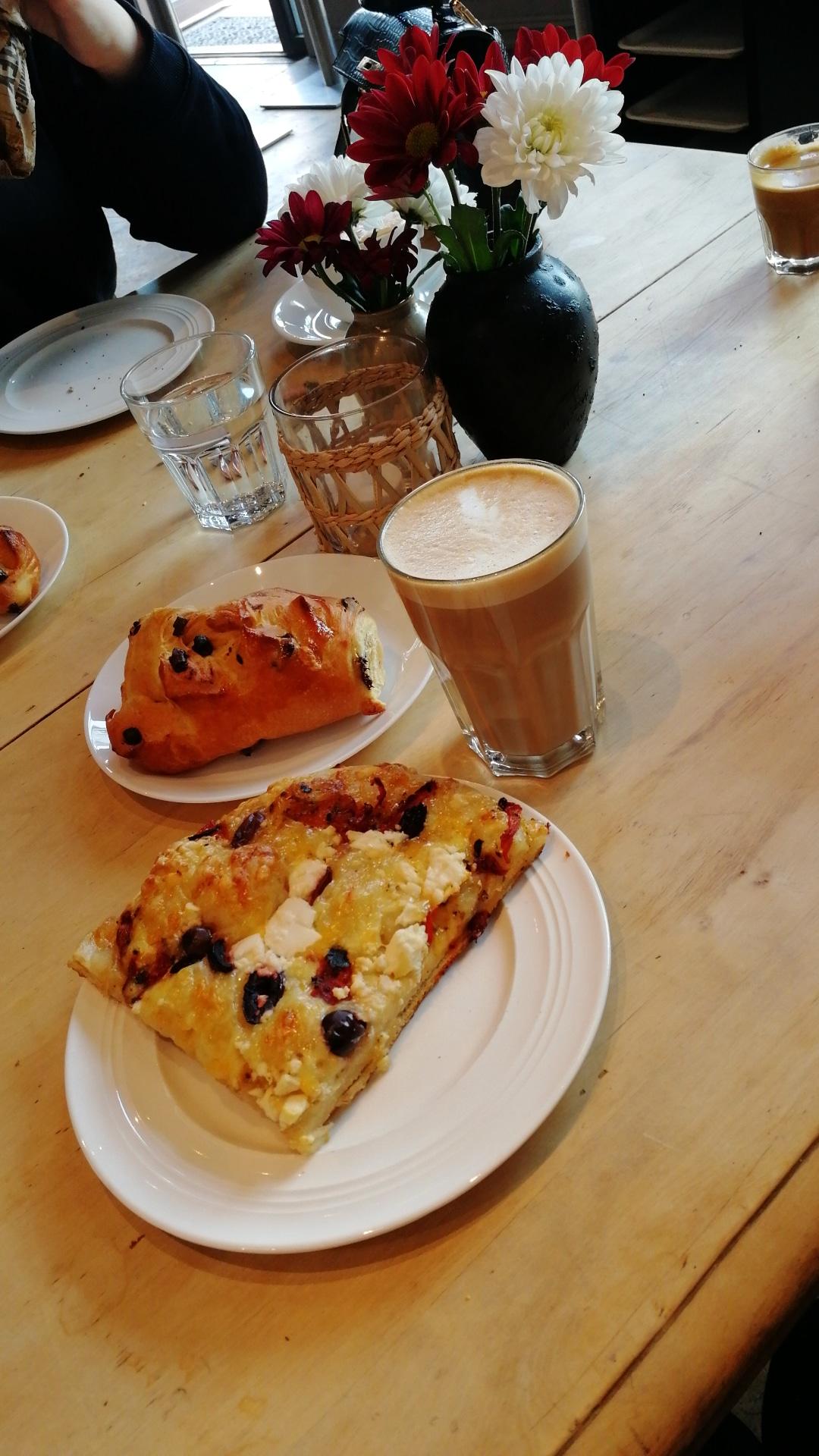 isalicious-blogger-blogg-mote-trend-stil-fashion-style-denim-jeans-mat-kid-shopping-innkjøp-newin-bakeri-kaffe-caffelatte-melkeplett-pizza.jpg