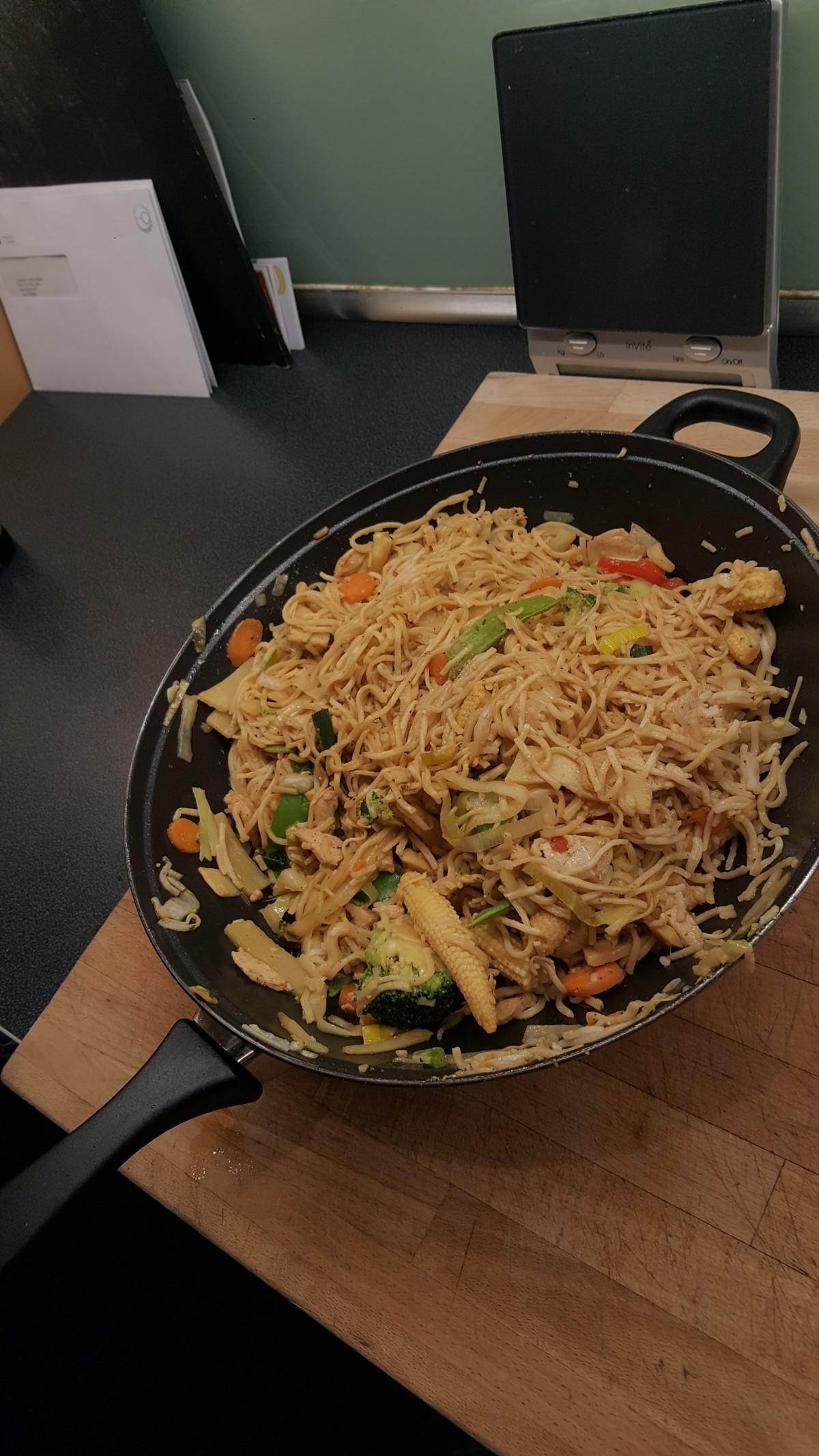 enkeloppskrift-ferdigpå123-enkelmat-lettålage-amatøroppskrift-wok-asiatisk-asia-kina-japan-nudler-nuddelwok-soya-soyasaus-wokblanding-mat-middag-wokgrønnsaker-eggnudler-isalicious-bloggno-blogg-eggnoodles-eggnudler