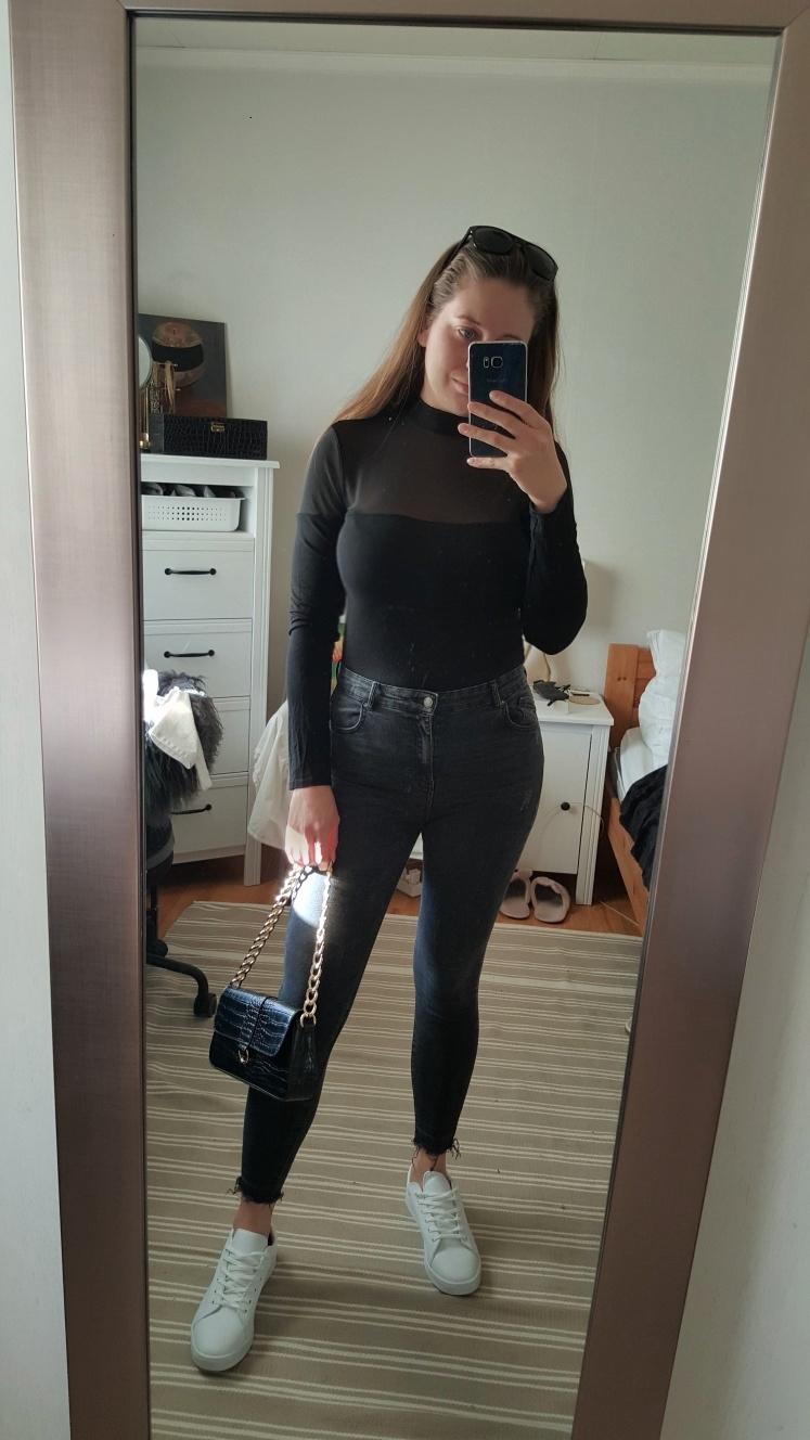 mote-trend-stil-fashion-style-outfit-antrekk-ootod-veske-topper-nellycom-bershka-pullandbear-jeans-beige-sommer-isalicious-blogg-blogger-bloggno-blogging-selfie-nyttinn-newin-innkjøp