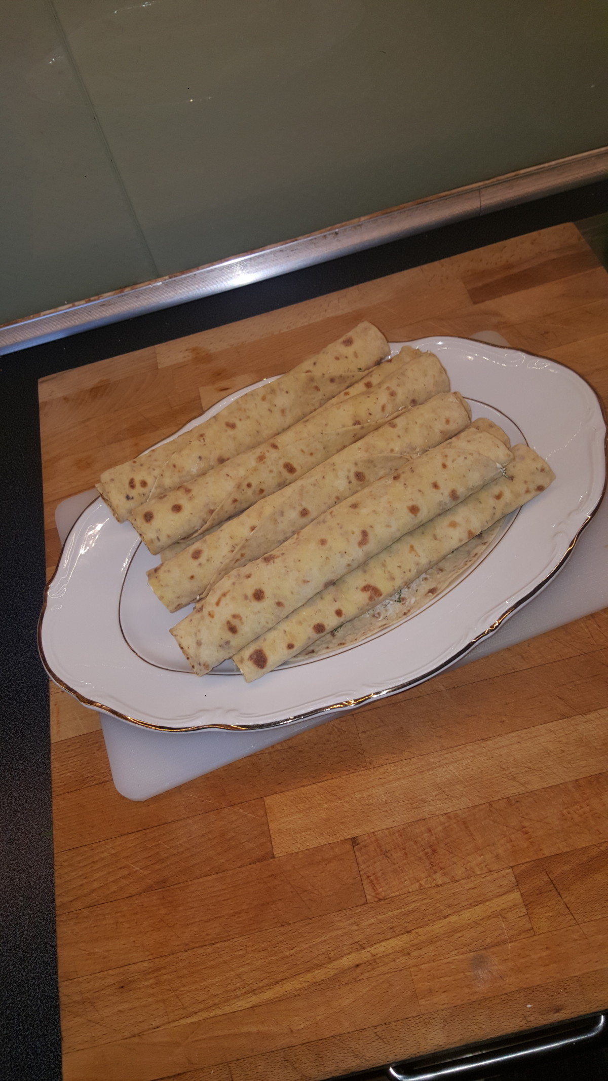 laksewrap-lakswrap-wrap-laks-lakse-røktlaks-røkalaks-dill-lefse-lakslefse-lakselefse-mat-tapas-mattips-enekeltålage-matpå123-ferdigpå123-oppskrift-lettålage-matforslag-blogger-isalicious-bloggno-middag