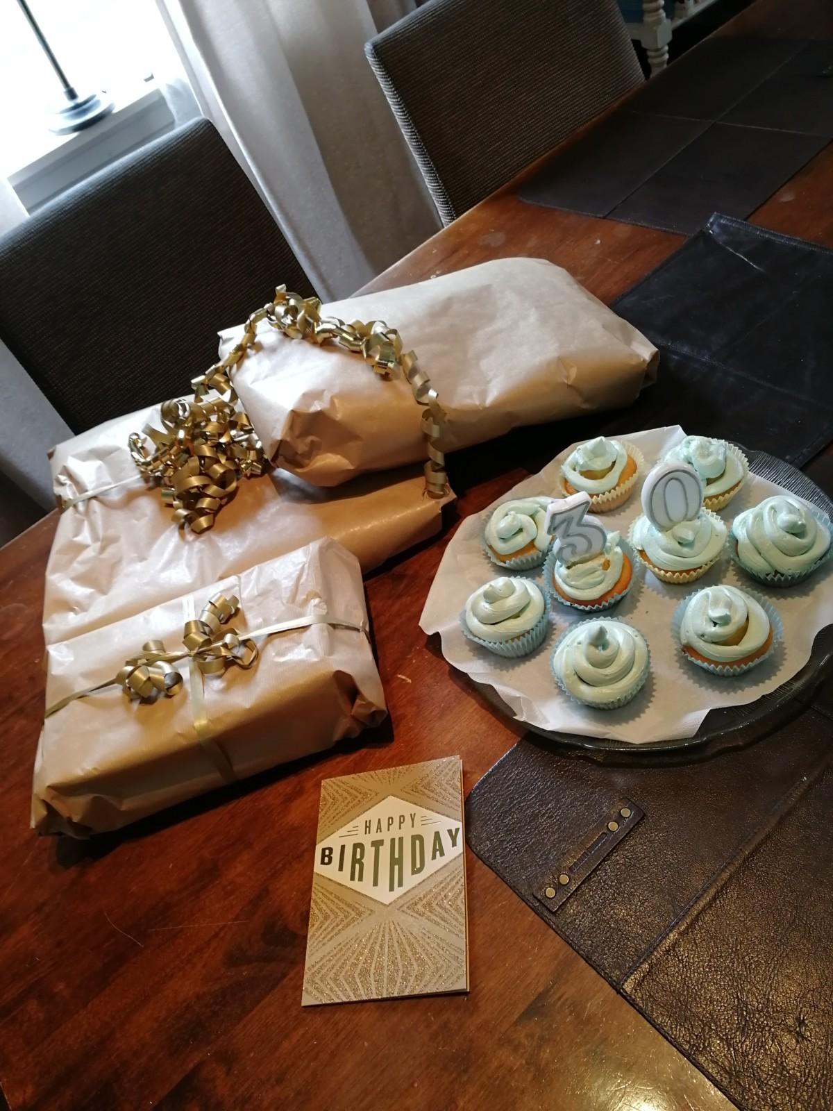 isalicious-blogg-bloggno-blogger-blogging-muffins-cupcakes-frosting-birthday-bursdag-30årsdag-corona-covid19-handsome-food-dessert-suprise-breakfast-overraskelse-kebab