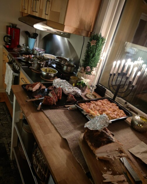 jul-nyttår-julaften-blogger-blogg-isalicious.blogg_.no-isalicious-kjole-outfit-antrekk-familie-juletre-christmas-newyear-2021-nyttårsaften-middag-mat-pynt-dekorasjon-fyrverkeri-dessert-julemat