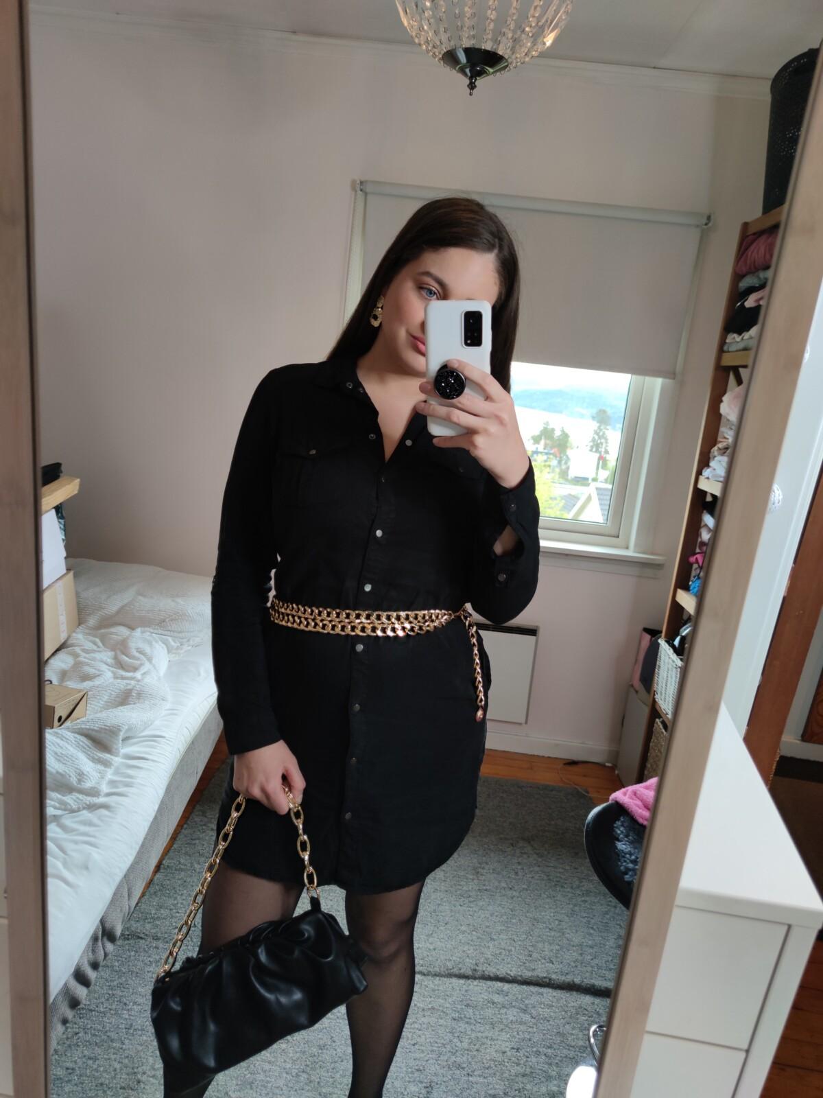 blogg-blogger-17mai-nasjonaldagen-norge-norsk-flagg-nasjonaldag-corona-min17mai-17maifeiring-pavolova-småretter-tapas-champagne-outfit-antrekk-look-17maiantrekk-isalicious-isalicious.blogg