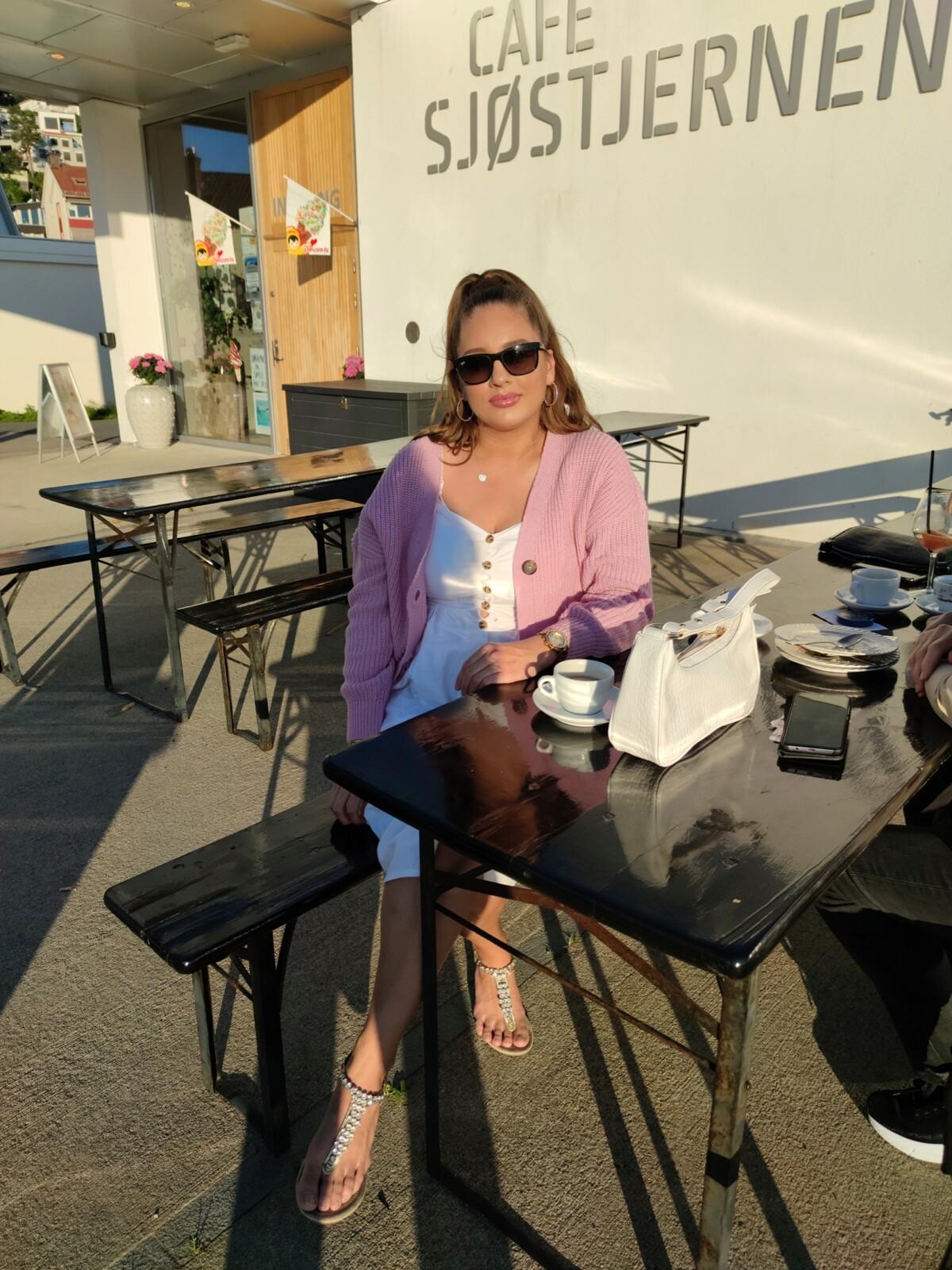mote-trend-blogg-blogger-isalicious1-isalicious-isalicious.blogg.no-skjønnhet-stil-outfit-antrekk-mat-restaurant-mindag-utsikt-drøbak-cafesjøstjernen-fishandchips-veske-newin-softis-sommer-vårruller-drøbakhavn