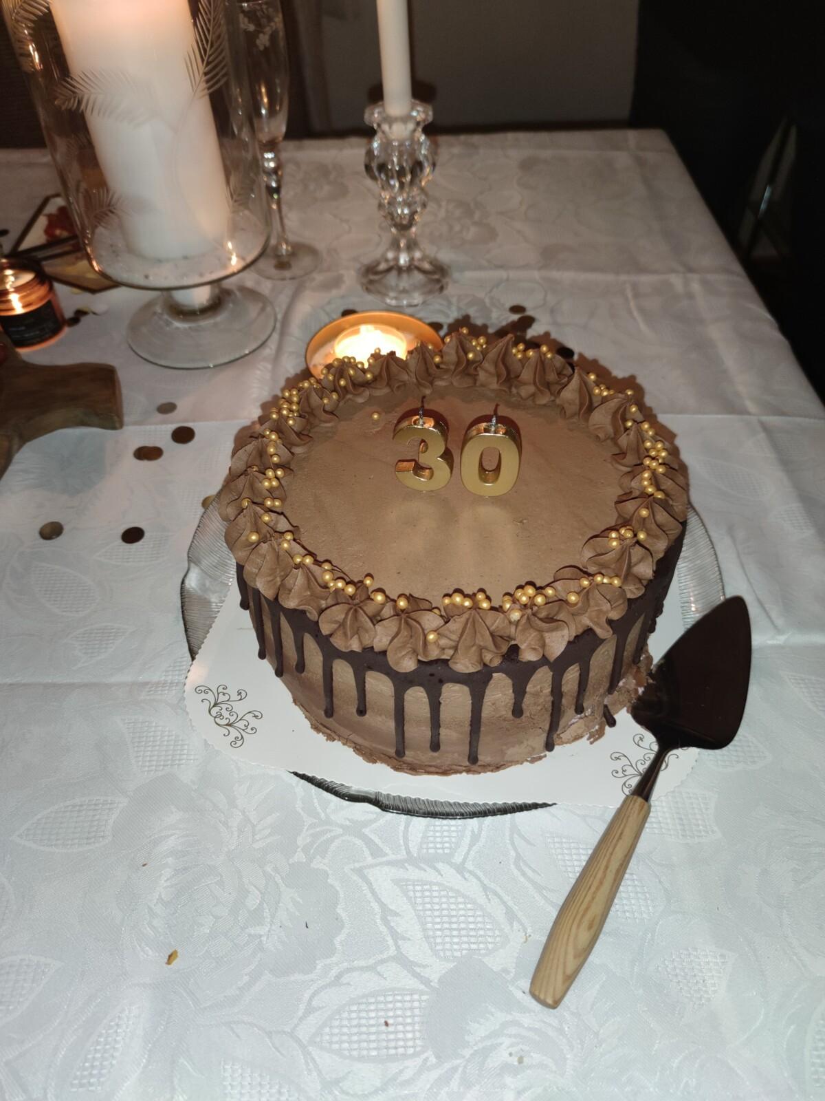 bursdag-30årsdag-bursdagselskap-30år-isalicious-isalicious1-look-sminke-antrekk-venner-30årslag-supriseparty-party-bestevenner-lykkelig-isalicious.blogg.no-bursdagskake-kake-verdensfinestekake-