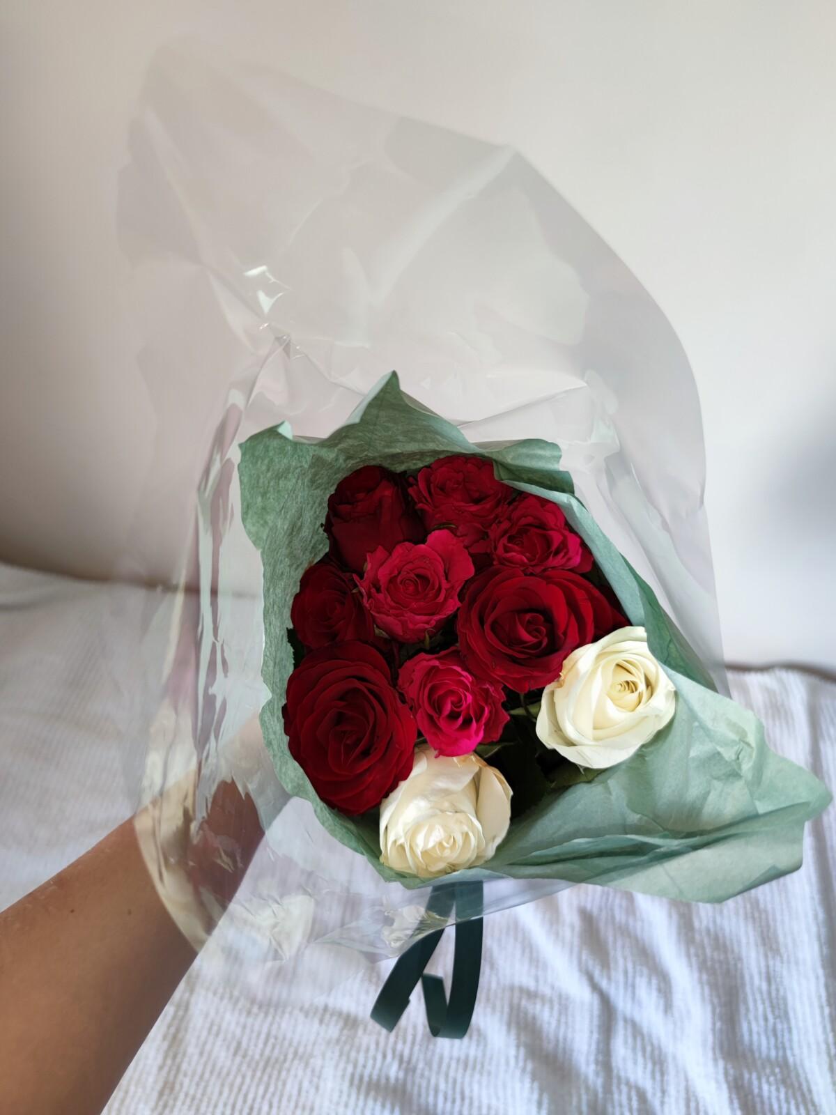 bursdag-30årsdag-bursdagselskap-30år-isalicious-isalicious1-look-sminke-antrekk-venner-30årslag-supriseparty-party-bestevenner-lykkelig-isalicious.blogg-blomster-roser