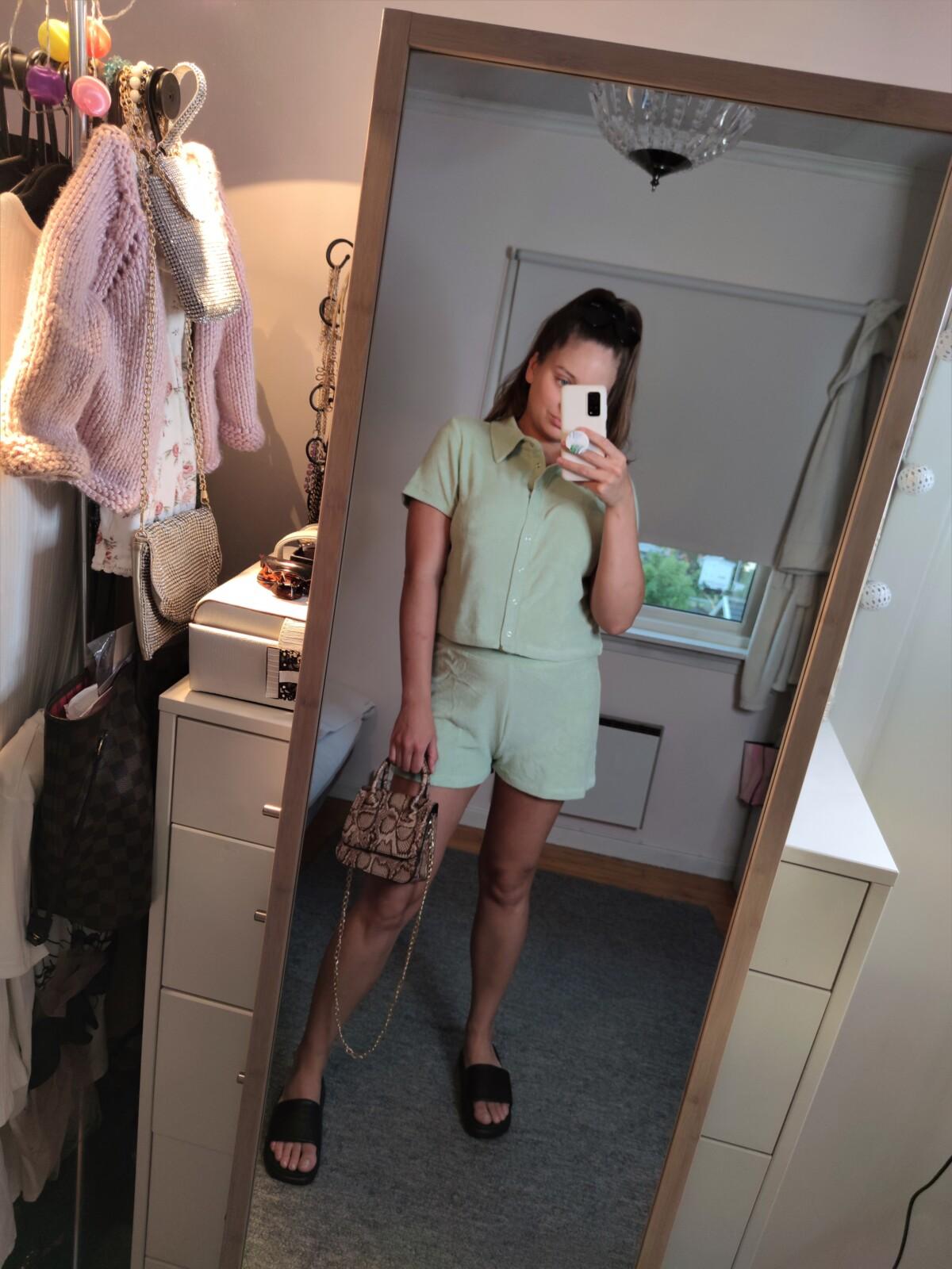 isalicious-isaliciou1-mote-stil-beauty-skjønnhet-nellycom-nelly-shopping-innkjøp-newin-new-handel-nettshopping-antrekk-outfit-trend-trender-sommertrend-vesker-isalicious.blogg.no-moteblogger-stilblogger-