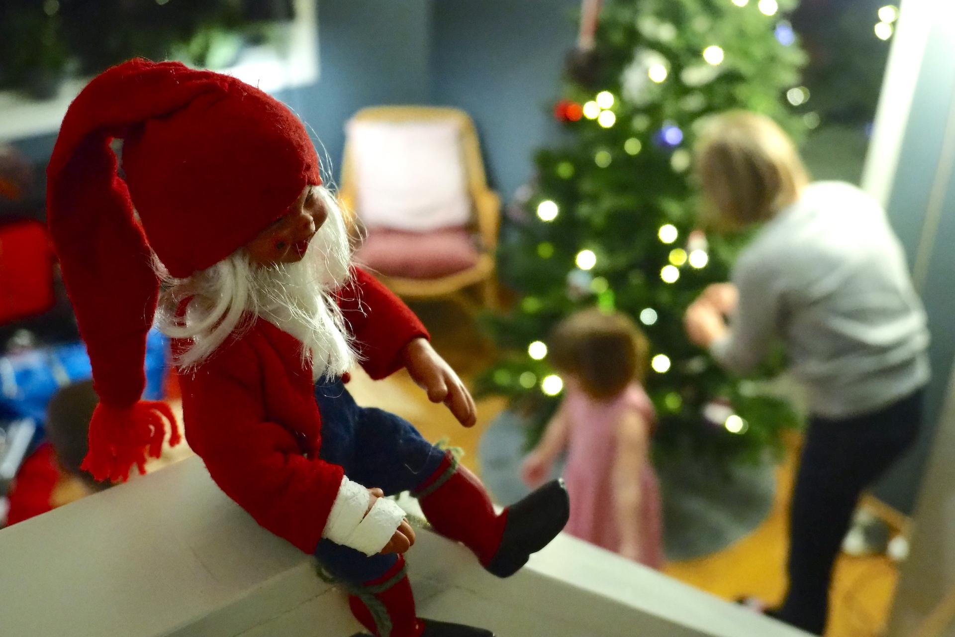 75286f16 Vi er på plass i nytt hus, treet er oppe og med bare få dager igjen til jul  har vi endelig fått skikkelig julestemning i kaoset.