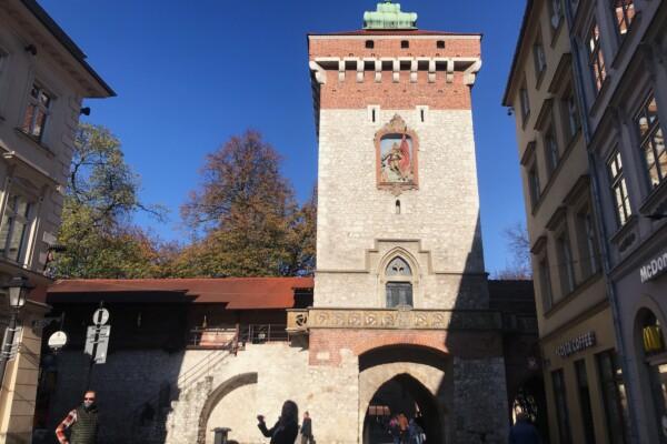Ulica Florianska og Brama Florianska (Florianska gate og Florian-porten) i Krakow