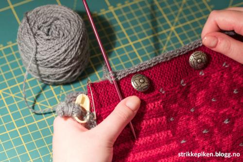 d1b899a5 Strikkepiken – I-cord-kant som strikkes på plagg til slutt