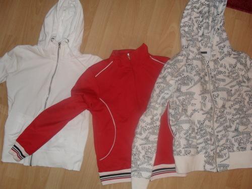 80941453 Fra venstre: Helt hvit genser fra cubus (str. xs) Rød genser fra Redlabel  eller no (str. s) men jeg vil heller si at den er i str. xs