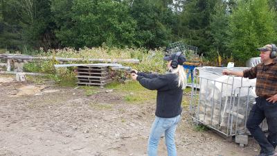 Her fikk jeg prøve å skyte med en 460 S&W revolver, Det var drit kult!!