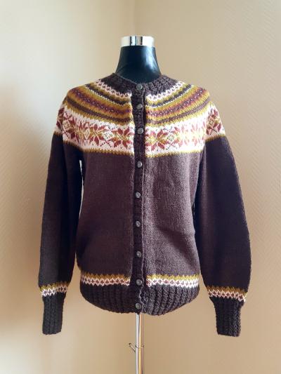 c9e96d92 Koften er strikket i mini alpakka fra Sandnes og jeg har brukt følgende farge  og mengde;