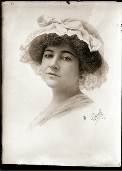 on sale 29d9c b1d9a Dorothy Harriet Camille Arnold, ca 1910. Bilde The Doe Network.