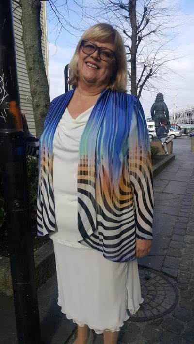 8fcbe6a1 Nais i Lyngdal selger også Kirsten Krogh. Christina S. Salvesen er den  flotte modellen på bildene fra Nais. Når man ser de flotte kjolemodellene  som finnes, ...