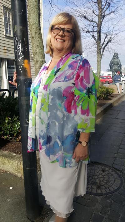67fea660 Nais i Lyngdal selger også Kirsten Krogh. Christina S. Salvesen er den  flotte modellen på bildene fra Nais. Når man ser de flotte kjolemodellene  som finnes, ...