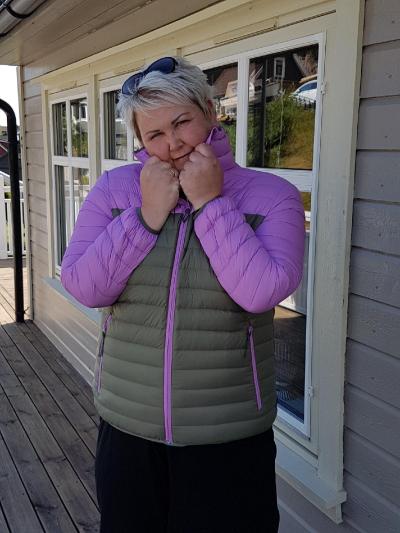7329d5c9 Stavberg er også en veldig populær sommerjakke. Den veier ca 300 gram. Jakken  er vindtett, og består av 90% andedun, 10% andefjær.