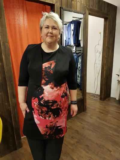 dc37204f Også denne kjolen er fra KK Design ( Kirsten Krogh ) . Lekker som tunika  til meg. Kort, stilig jakke over.