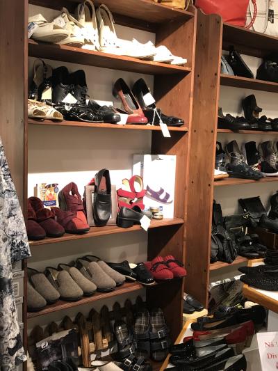 c231344a Det ble 5 par sko med hjem til Kristiansand. Jeg svevde på vei ut av  butikken. 5 par flotte sko. Blant skoene var bla et par pensko som ikke  klemte ett ...