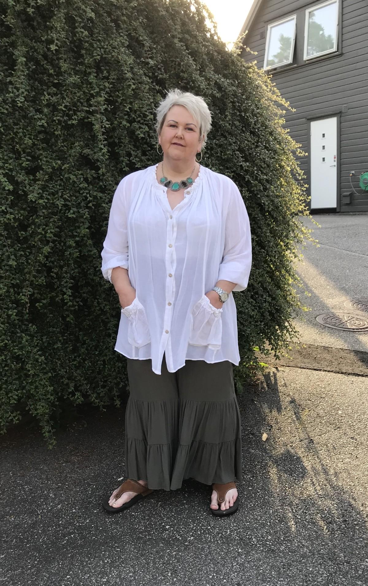 3fc64035 Jeg er så fornøyd med ny bukse, og gleder meg til å bruke den. Det er mange  fine farger som passer i overdel til den grønne fargen på buksen.