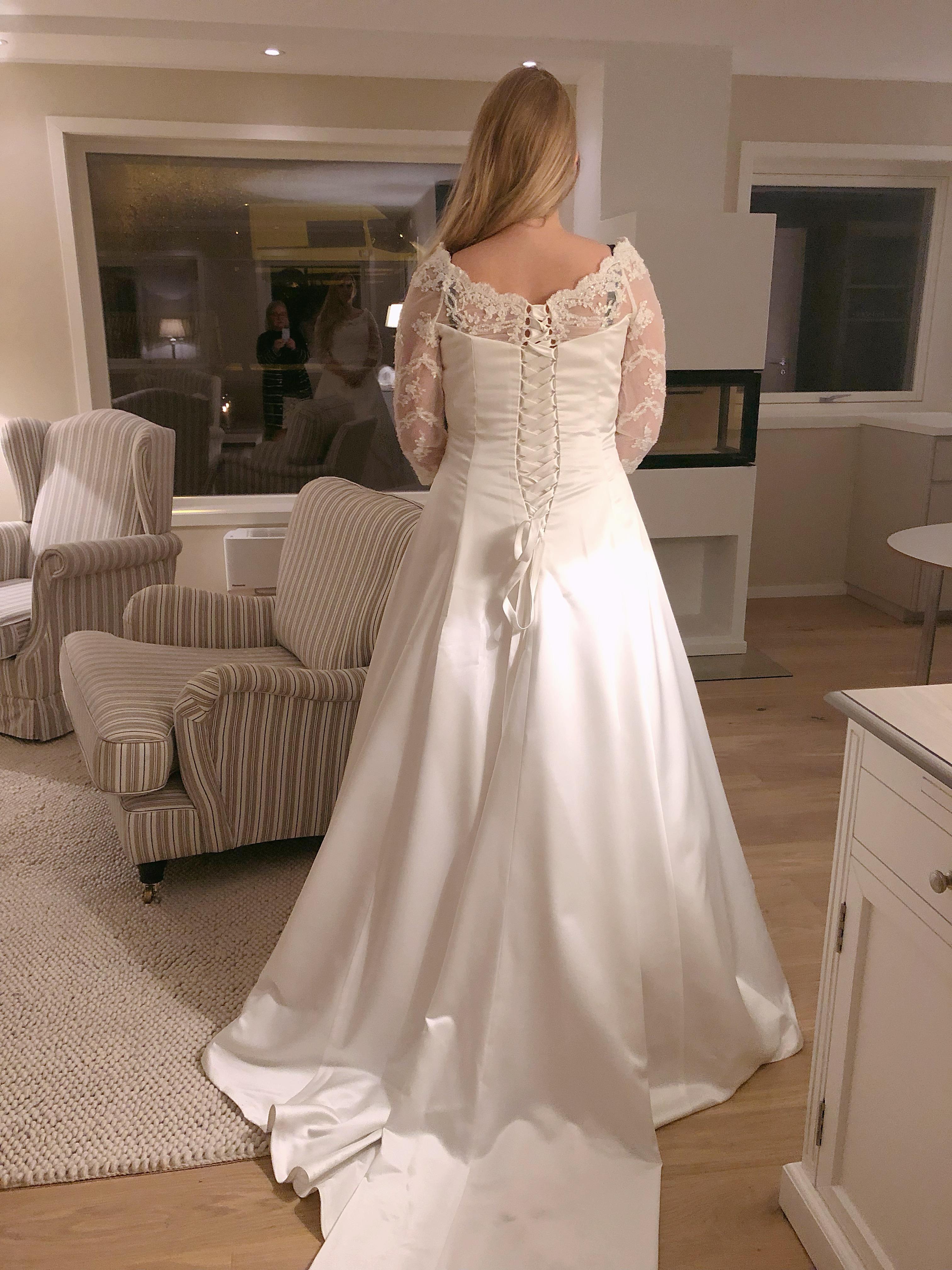 e9e58821 For dette var drømmekjolen min og jeg trengte ikke bruke mer tid på å lete  etter flere brudekjoler.