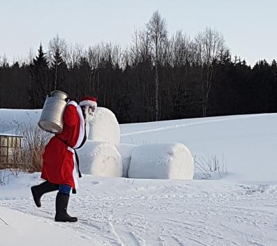 b444de42 I dag er det julaften, og det haster med å finne att jula. Problemet er at  man vet jo ikke om en finner att jula, før en sitter der ved matbordet, ...