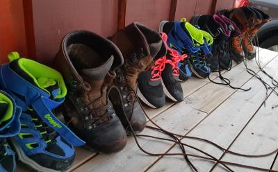 Bildet : sko, vinter, lær, elv, støvel, bein, vår, blå