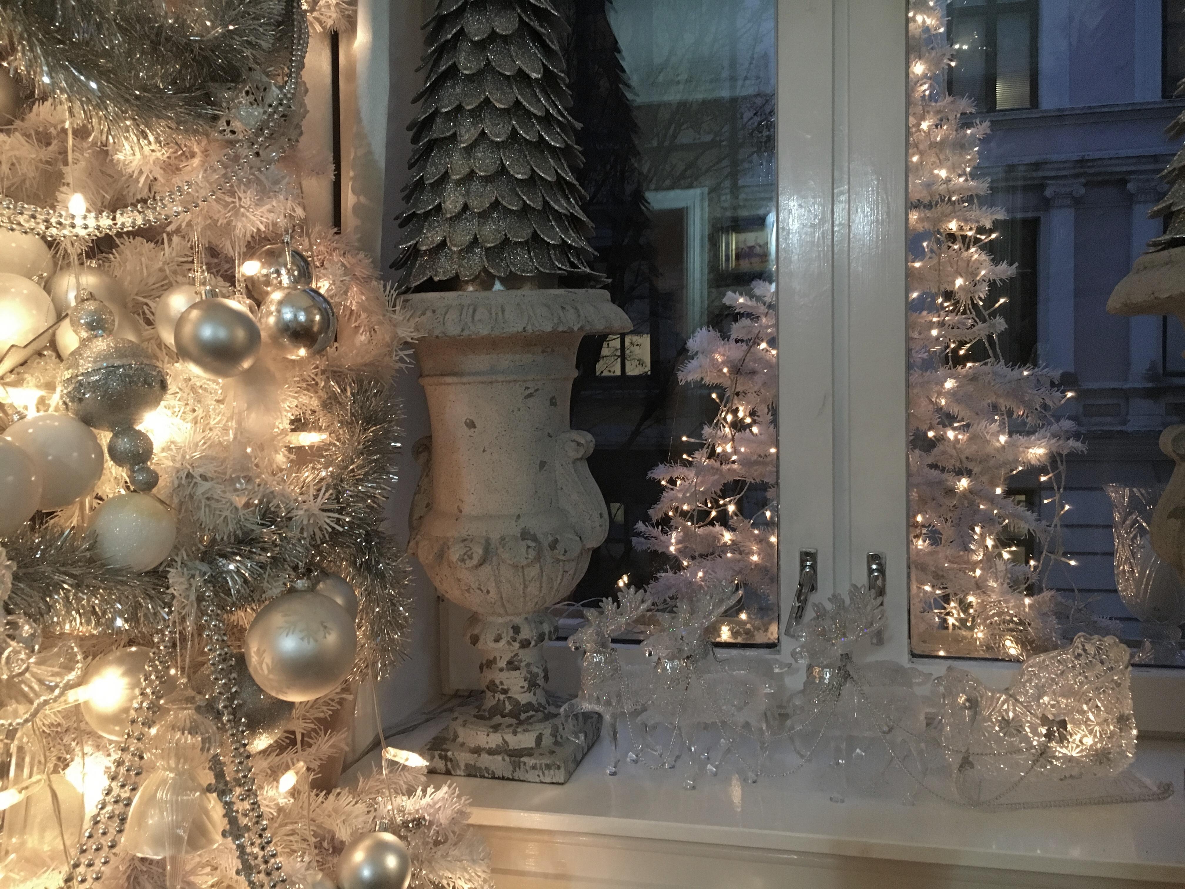 9770d5d9 Rensdyrene i vinduet viste jeg også til Dorthe i God kveld Norge forrige  uke. Alle lar seg imponere av at disse ikke er fra Glass magasninet, men fra  Nille!