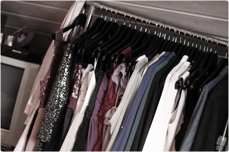 d1328055 Så hva sier dere, noen som er interessert i å kjøpe finklær av meg? Haha  jeg kunne nesten åpnet butikk med alle klærne jeg ikke har brukt!