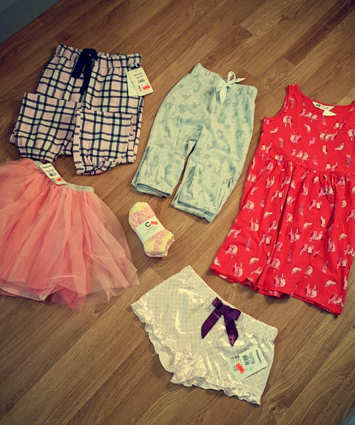 8ad3b774 Nora Sofie fikk seg 2 nattbukser, natt shorts, kjole, skjørt og sokker.