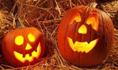 6a8351e3 Hvert år kommer diskusjonen om halloween, og hvor bortkastet det er, men la  nå barna få kle seg ut og være skumle. Her i gata hvor vi bor har vi bare  ...