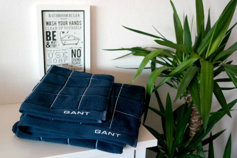 ee0375e8 No har eg vært så heldig å få tilsendt nåken nydelige og mjuke  frottè-håndklær i frå nettbutikken ISeng.no ! GANT sine håndklær er laga av  100% tjukk bomull ...