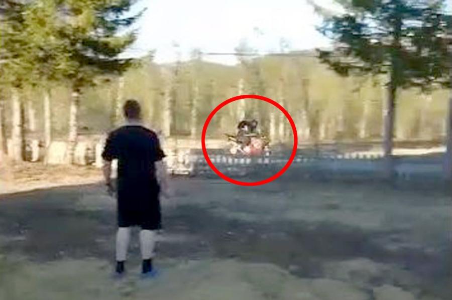 En motorsyklist sjokkerte et helt nabolag.Politiet vet ikke hvem råkjøreren er
