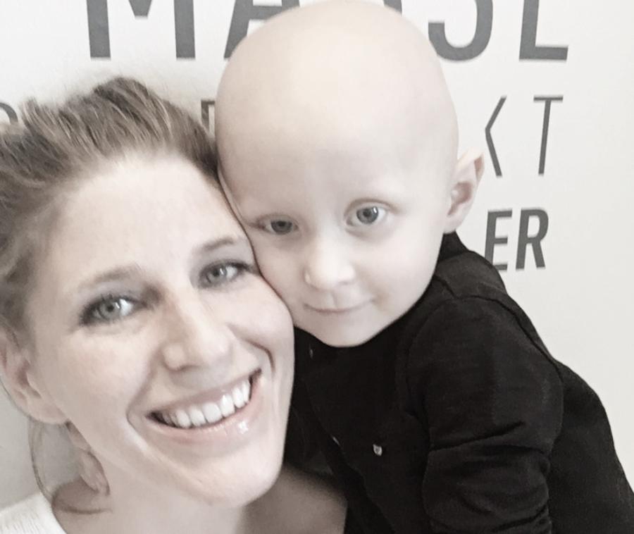 Familien mistet sin kjære Tobias (3) i kreft. Nå får barnekreftforskning fem millioner ekstra